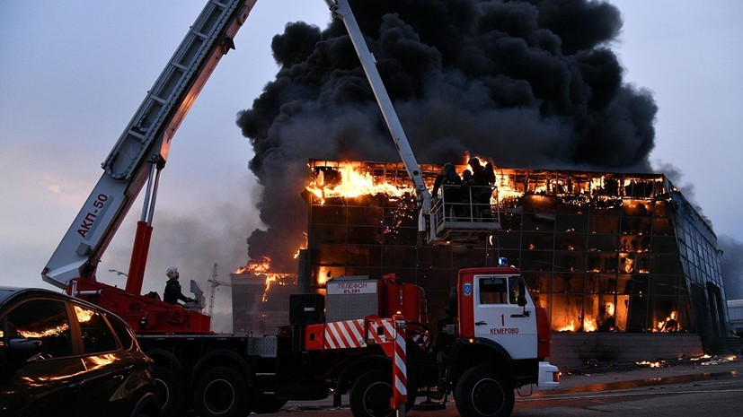 В МЧС сообщили о локализации пожара в автосалоне в Кемерове