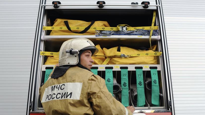 В Магнитогорске произошёл пожар в цеху с пластиковыми панелями