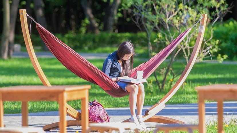 Летние читальни появятся в 12 парках Москвы