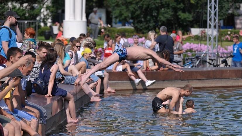 В Роспотребнадзоре рассказали о рисках купания в фонтанах