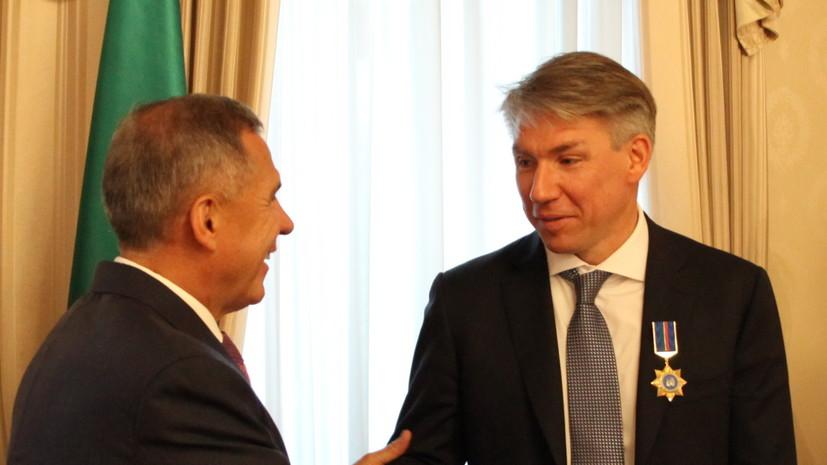 Президент Татарстана вручил госнаграды членам оргкомитета ЧМ-2018