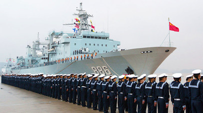 Китайские моряки на построении в порту