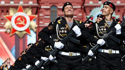 Парадный расчёт морских пехотинцев на Красной площади
