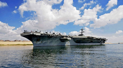 Авианосец USS Abraham Lincoln проходит на юг по Суэцкому каналу, 9 мая 2019 года