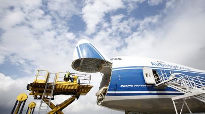 Грузовой Boeing экстренно сел в Красноярске из-за отказа двигателя