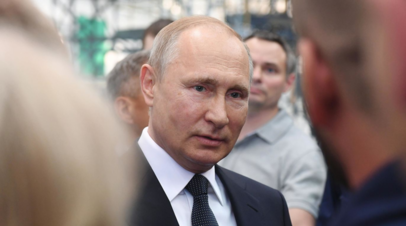 Путин подарил букет цветов первой леди Австрии