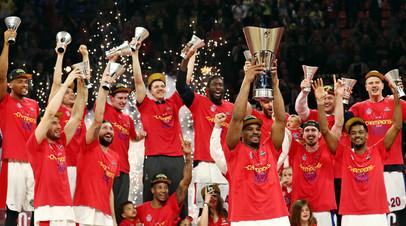 Баскетболисты ЦСКА после победы над «Анадолу Эфес» в финале Евролиги