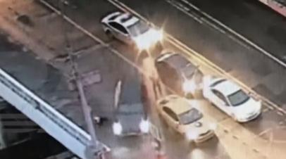 «Принял решение скрыться»: СК просит арестовать водителя, наехавшего на сотрудника ДПС в Москве