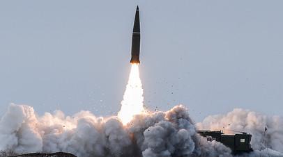 Пуск баллистической ракеты оперативно-тактического ракетного комплекса (ОТРК) «Искандер-М» с полигона Капустин Яр в Астраханской области