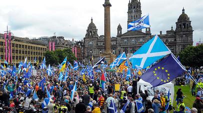 Сторонники независимости Шотландии на митинге в Глазго