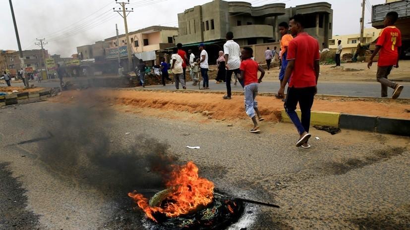 СМИ: Число погибших при разгонепротестующихв Судане возросло до 100