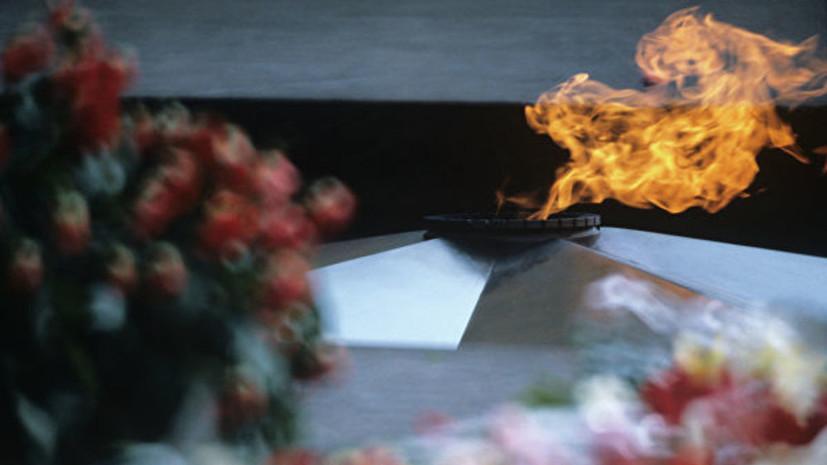 В Приморье неизвестные засыпали землей Вечный огонь у Мемориала погибшим