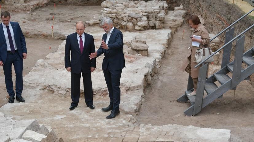 Путин побывал на месте археологических раскопок в Кремле