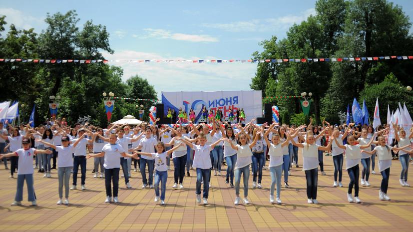 В Адыгее прошли флешмоб и концерт в честь Дня России