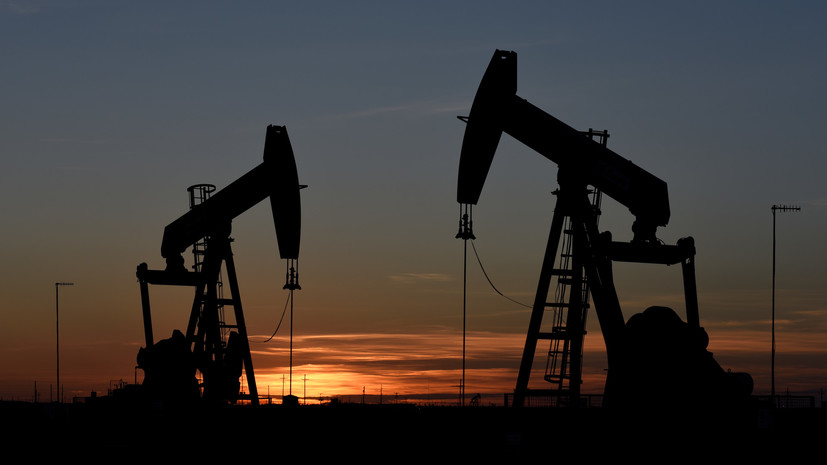 Нефть подорожала на 3—4%