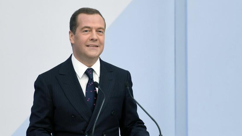 Медведев: «Роскосмосу» надо освоить 200 млрд рублей до конца года