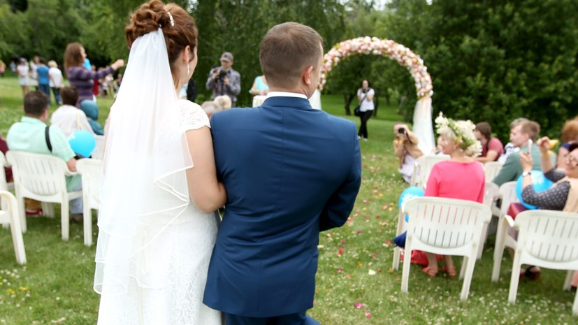 Стало известно, сколько пар поженятся в Москве накануне Дня семьи, любви и верности