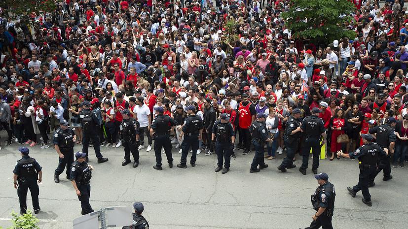 Два человека пострадали после стрельбы на параде чемпионов НБА «Торонто»