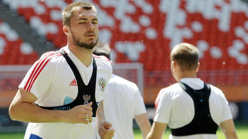 Футболист сборной России Комличенко стал отцом