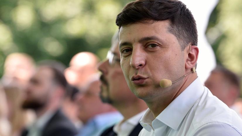 Опрос: половина украинцев довольны деятельностью Зеленского