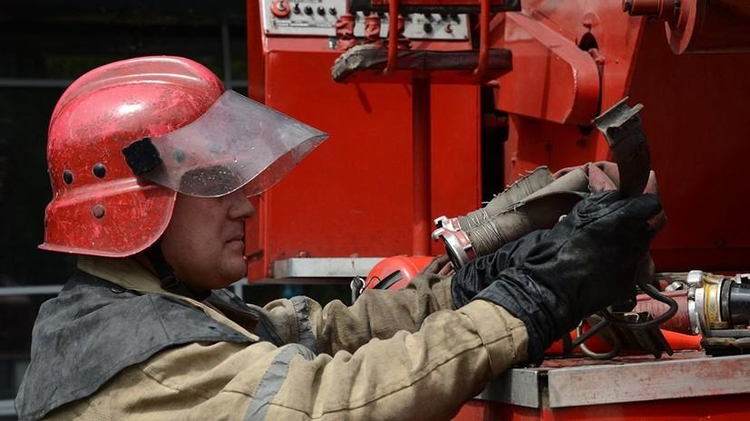 В Хабаровском крае на площади более двух тысяч квадратных метров загорелась лесопилка