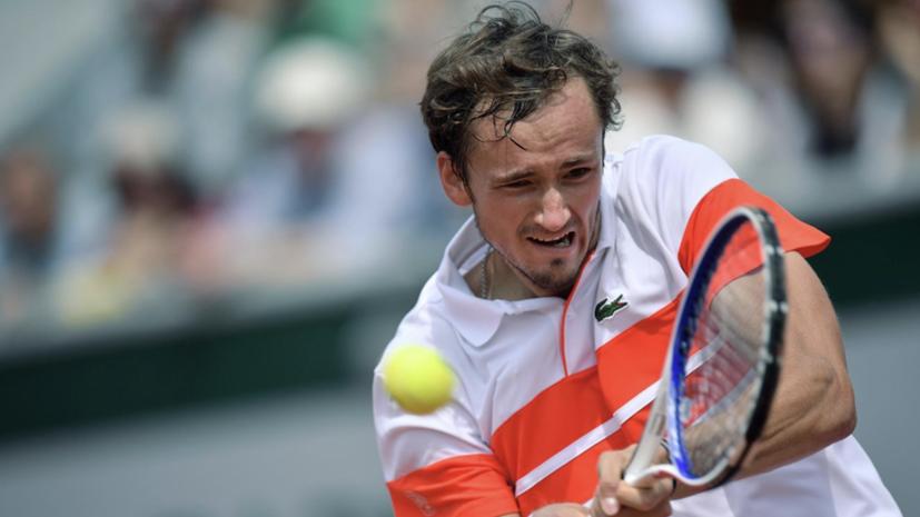 Российский теннисист Медведев пробился в четвертьфинал турнира в Лондоне