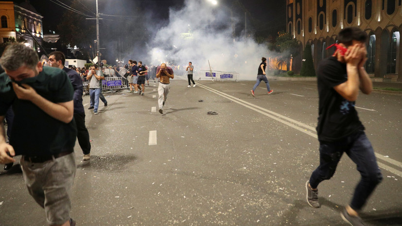 В ходе протестов в Тбилиси пострадали 16 человек