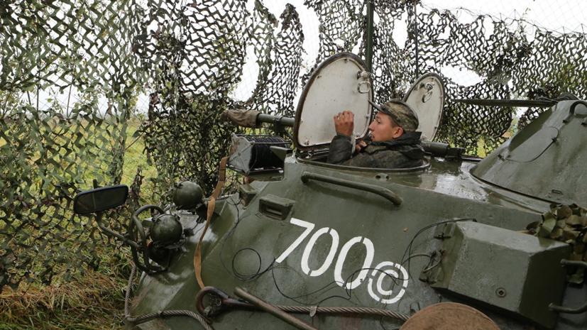 Морпехи ЧФ проводят тренировки по управлению бронетехникой на плаву