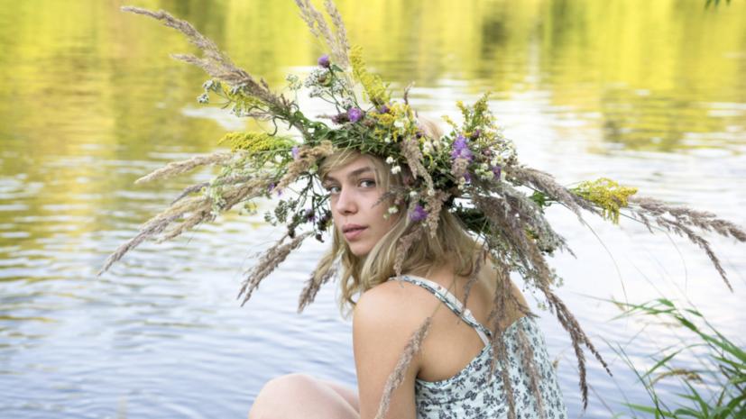 Сельские пейзажи Скандинавии, подростковая влюблённость и пакости проклятой Аннабель: что смотреть в кино в выходные