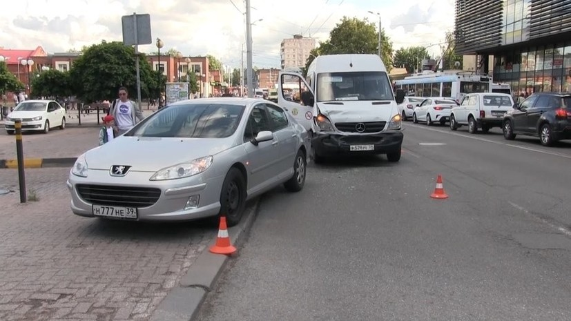 В Калининграде в ДТП с участием маршрутки пострадали семь человек