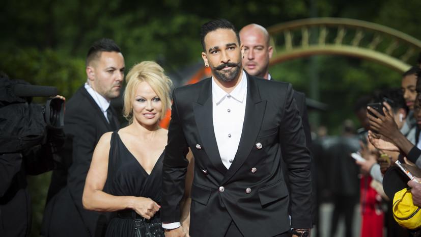 «Он не уважает женщин»: Памела Андерсон обвинила чемпиона мира по футболу Рами в домашнем насилии
