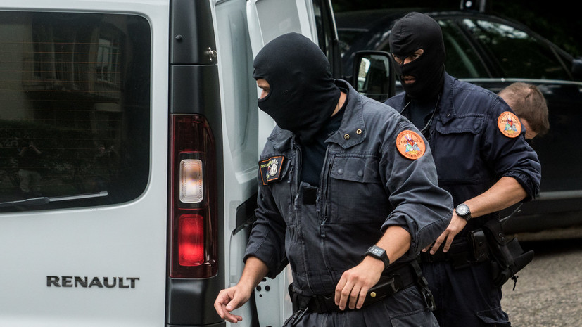 СМИ: Во Франции обнаружили тело устроившего стрельбу у мечети