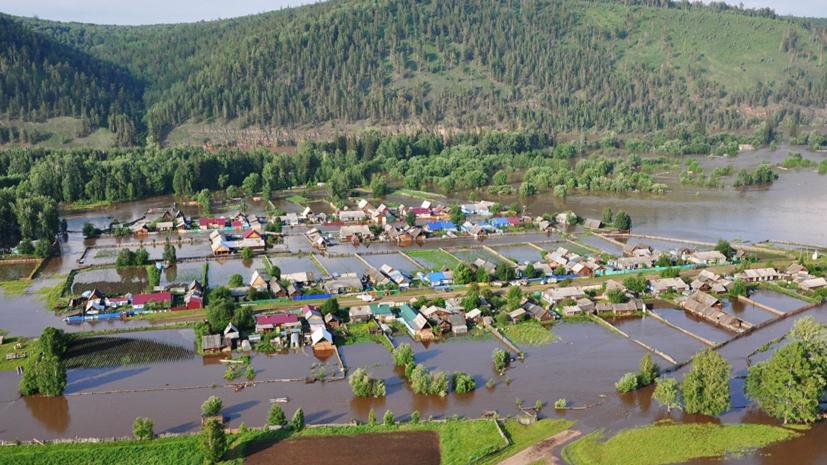 В МЧС рассказали о сложностях ситуации в Тулуне из-за наводнения