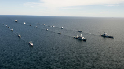 Корабль ВМС США Mount Whitney и корабли стран НАТО в ходе учений BALTOPS 2014