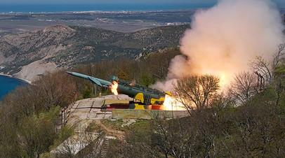 Пуск крылатой ракеты по морской мишени из берегового ракетного комплекса «Утёс» в ходе тактических учений ЧФ РФ в Крыму