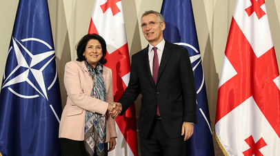 Президент Грузии Саломе Зурабишвили и генсек НАТО Йенс Столтенберг