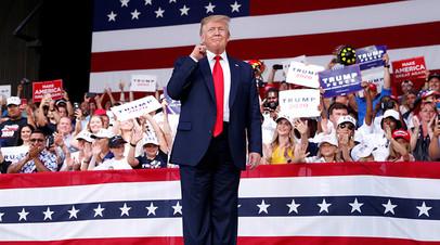 Президент США Дональд Трамп на встрече с избирателями во Флориде