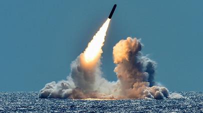 Подлодка класса Ohio производит пуск баллистической ракеты