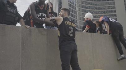 Паника после стрельбы на параде в честь чемпионства «Торонто Рэпторс» в НБА — видео
