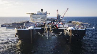 Судно Pioneering Spirit ведёт укладку газопровода «Северный поток — 2» в шведских территориальных водах