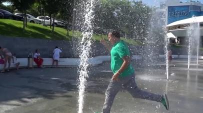 «Не хуже, чем в Мариуполе»: Саакашвили пробежал через фонтан в Одессе