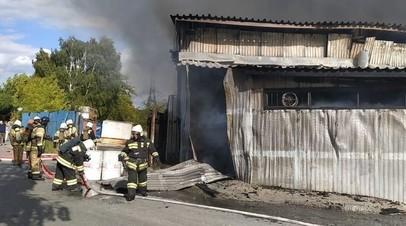 В Екатеринбурге ликвидировали открытое горение на складе