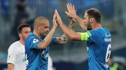 Игроки ФК «Зенит» Ярослав Ракицкий (слева) и  Бранислав Иванович