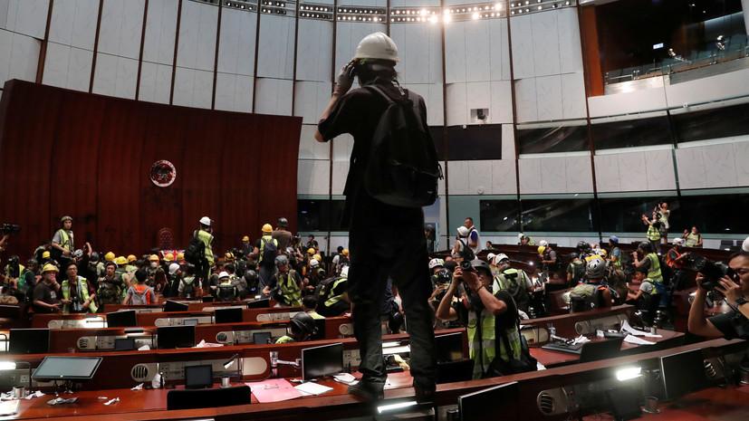 Евросоюз призвал протестующих в Гонконге проявлять сдержанность