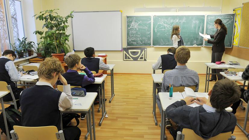 В России предложили приравнять базовый оклад зарплаты учителей к МРОТ