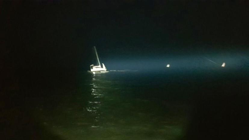 В Крыму яхта села на мель в районе Судака