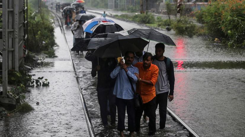 Шесть человек погибли в результате прорыва дамбы в Индии