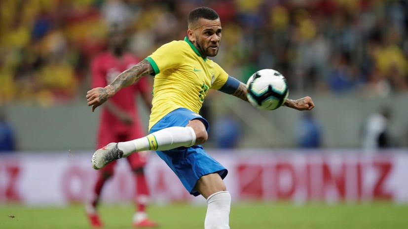 Дани Алвес поддержал Месси после слов о судействе в матче Бразилия — Аргентина