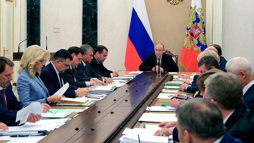 Путин поручил Минфину и ЦБ следить за ситуацией с льготной ипотекой