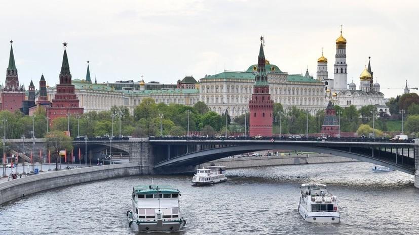 МЧС продлило экстренное предупреждение из-за сильного ветра в Москве